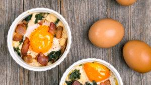 szybkie śniadanie białkowo- tłuszczowe (jajko i parówki)